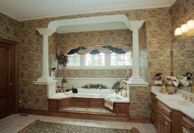 14-Columns at master bath tub