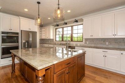 9-Middle kitchen island with Quartzite Allure countertop